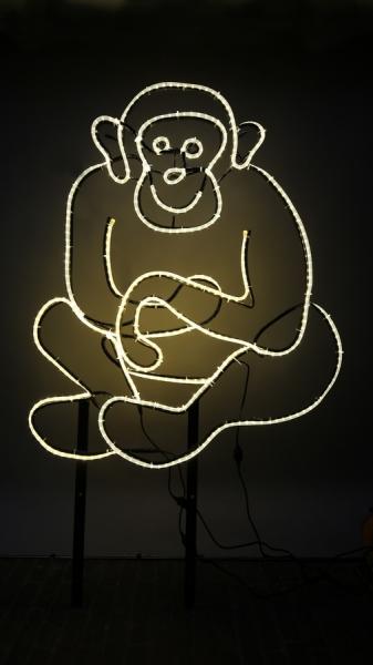 Sitzender, leuchtender Affe aus Rundeisen und LED Lichtschlauch
