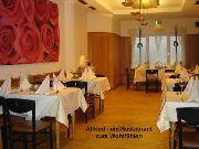4 Meter lange Sonderleuchte im Restaurant Alfried in Essen