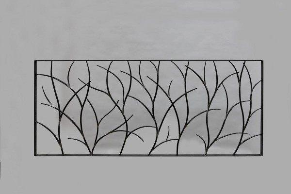 Formschönes Schmuck- und Schutzgitter mit Ast Struktur