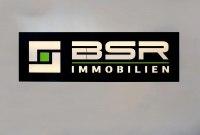 Hinterleuchtetes Schild für BSR Immobilien