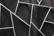 Balkongeländerfüllung aus verzinktem Stahl in Schmitzstruktur