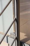 Balkongeländer aus Edelstahl und satiniertem Glas