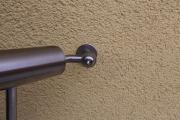 Balkongeländer aus verzinktem Stahl mit einem Edelstahl Handlauf