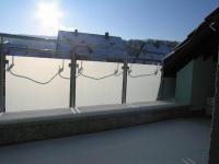 Balkongeländer aus Edelstahl mit mattierten Glasscheiben