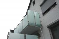 Balkongeländer und Sichtschutz aus Edelstahl und Sicherheitsglas (VSG)