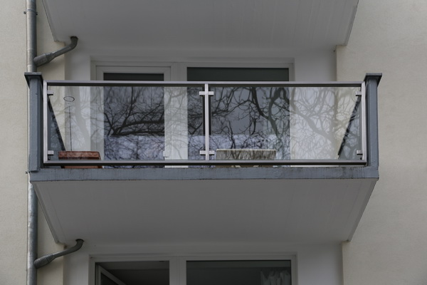 balkongel nder aus edelstahl vierkantrohr mit gewe safe. Black Bedroom Furniture Sets. Home Design Ideas
