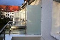 Glasgeländer aus Edelstahl mit Windschutz