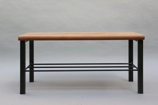 Bank aus Stahl mit Sitzfläche aus Holz