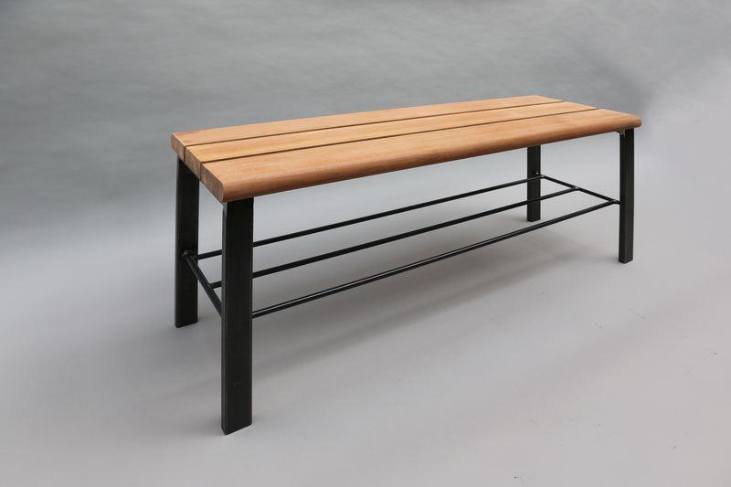 bank aus stahl mit sitzfl che aus holz. Black Bedroom Furniture Sets. Home Design Ideas