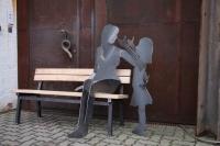 Schöne Sitzbank mit Mutter und Kind aus Stahl geschnitten