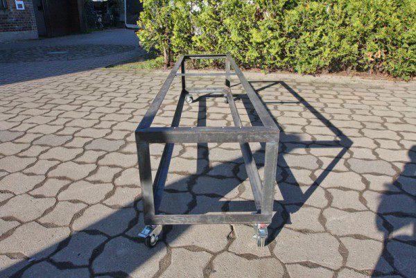 rollbares untergestell aus stahl f r eine bank. Black Bedroom Furniture Sets. Home Design Ideas