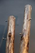 Garderobe aus Holz und Stahl
