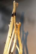 Baumstamm Garderobe aus Stahl und naturfarbenem Holz
