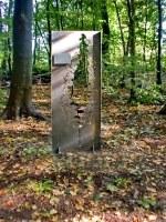 """rostige Stelen für die  """"Naturerlebnisstation Wald"""" auf dem Gelände des Umweltzentrum Karlshöhe"""