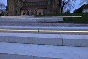 Beleuchtete Treppenstufen der Michaeliskirche