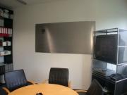 Kleiner Besprechungsraum mit Magnetpinnwand aus Edelstahl