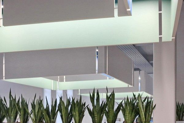 Akustikelemente mit integriertrer LED Arbeitsplatzbeleuchtung
