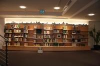 Bücherregal mit Stadtsilhouette für die Stadtbibliothek im Tempelhaus am Marktplatz Hildesheim