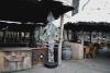 Weihnachten in Afrika, Tannenbaum aus Getränkedosen für das Cafe Kifaru im Sambesi