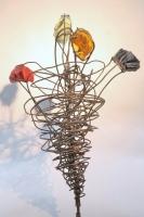 Blumen aus Glas und Metall