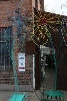 3-4 Meter hohe Blumen aus farbig gefasstem Stahl