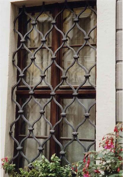 Geschmiedetes Fenstergitter am Bosehaus in Leizig