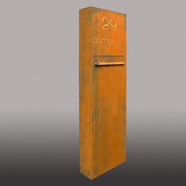 Briefkastensäule aus Cortenstahl