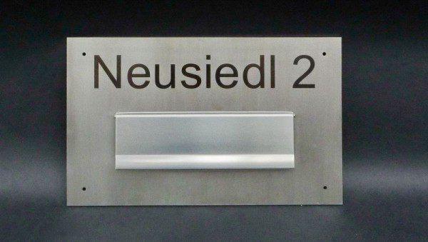 Briefkastenklappe mit Namen und Hausnummer aus Edelstahl