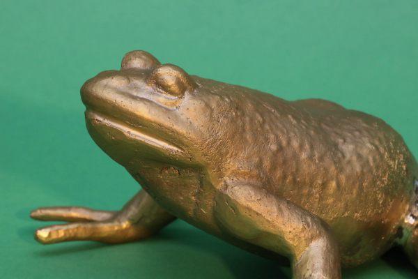 Frosch, massiv aus Bronze gegossen