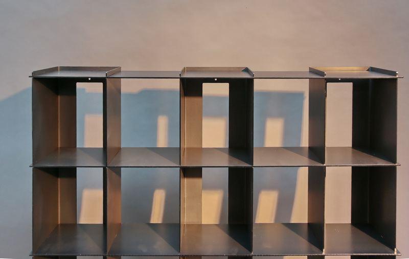 cd regal aus gelasertem stahl mit st hlernen komponisten in. Black Bedroom Furniture Sets. Home Design Ideas