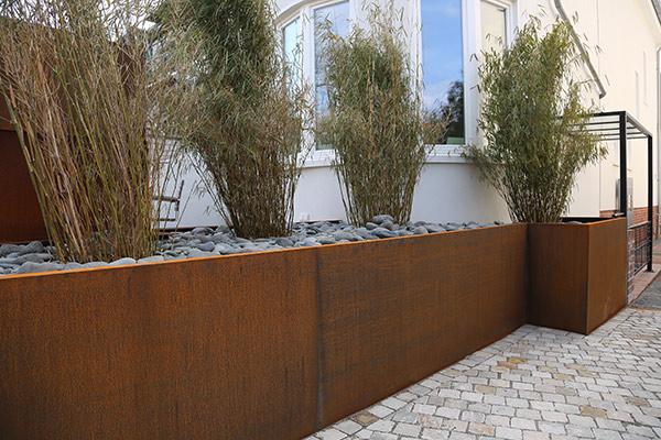 Eindrucksvolles hochbeet aus corten stahl for Gartenobjekte aus metall