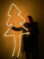 Leuchtweihnachtsbaum, schräg und groß