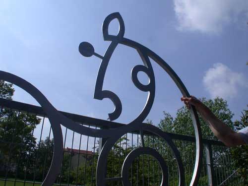 Cavallo - königliche Reithalle -  gelasertes Logo als Skulptur