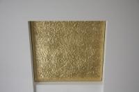 Vergoldeter Deckenbaldachin als Reflektionsfäche für eine Deckenbeleuchtung