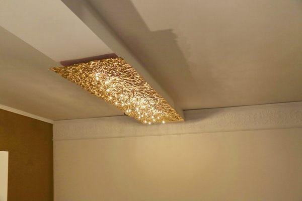 Goldene deckenleuchte vom feinsten for Deckenlampe lang