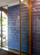 Display im Eingangsbereich der Volksbank Gronau