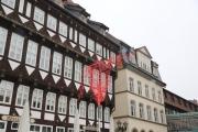Skulptur aus Rund Stahl auf dem historischen Marktplatz in Hildesheim