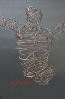 wie mit dem Bleistift gezeichnet, Skulptur aus Draht