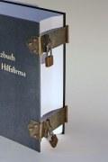 Buchschließe aus Stahl mit Messingabrieb