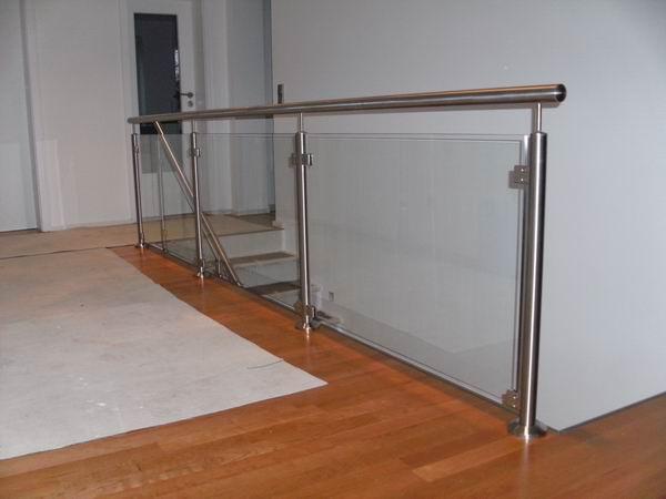 edelstahl gel nder mit einer glasf llung aus vsg. Black Bedroom Furniture Sets. Home Design Ideas