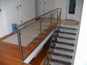 Edelstahl Geländer mit einer Glasfüllung aus VSG - Verbund Sicherheitsglas