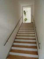 Schicke Edelstahl Handläufe für das Treppenhaus