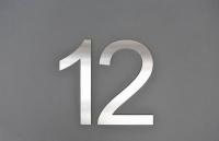Hausnummer 12 aus Edelstahl gefertigt