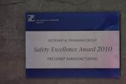 Safety Excellence Award 2010 aus Edelstahl, anlassbeschriftet auf Acrylglasträger