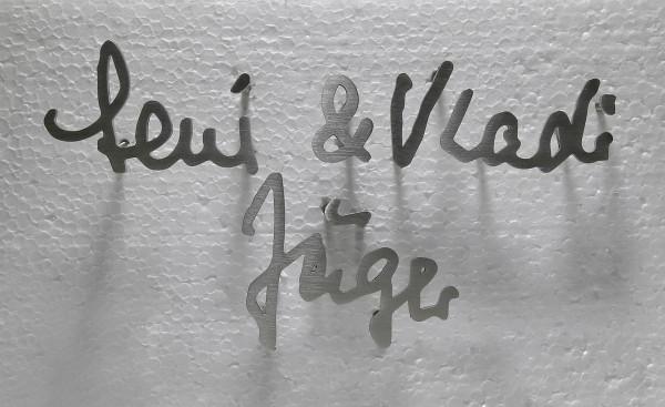 Persönliche Handschrift aus Edelstahl für ein Grabmal