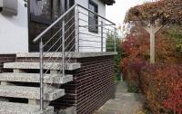 Passgenaues Geländer aus hochwertigem Edelstahl mit Relingstäben