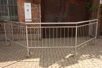 Edelstahl Geländer mit senkrechten Stäben aus 12 mm Edelstahl