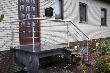 Edelstahlgeländer für eine Eingangstreppe