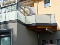 Tolles Geländer aus hochwertigem Edelstahl mit eindrucksvoller LED-Beleuchtung