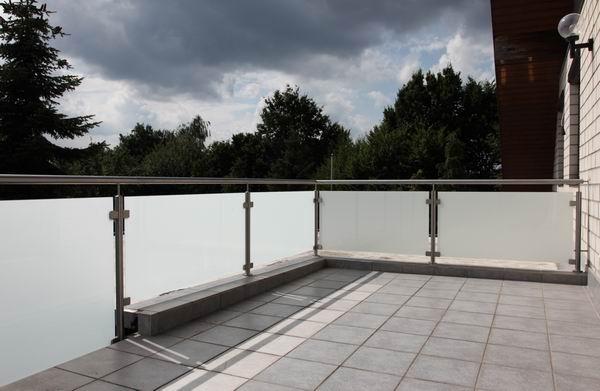 balkongel nder aus edelstahl und satiniertem sicherheitsglas. Black Bedroom Furniture Sets. Home Design Ideas